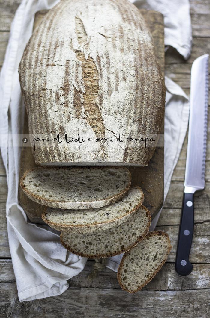 Pane con licoli e semi di canapa